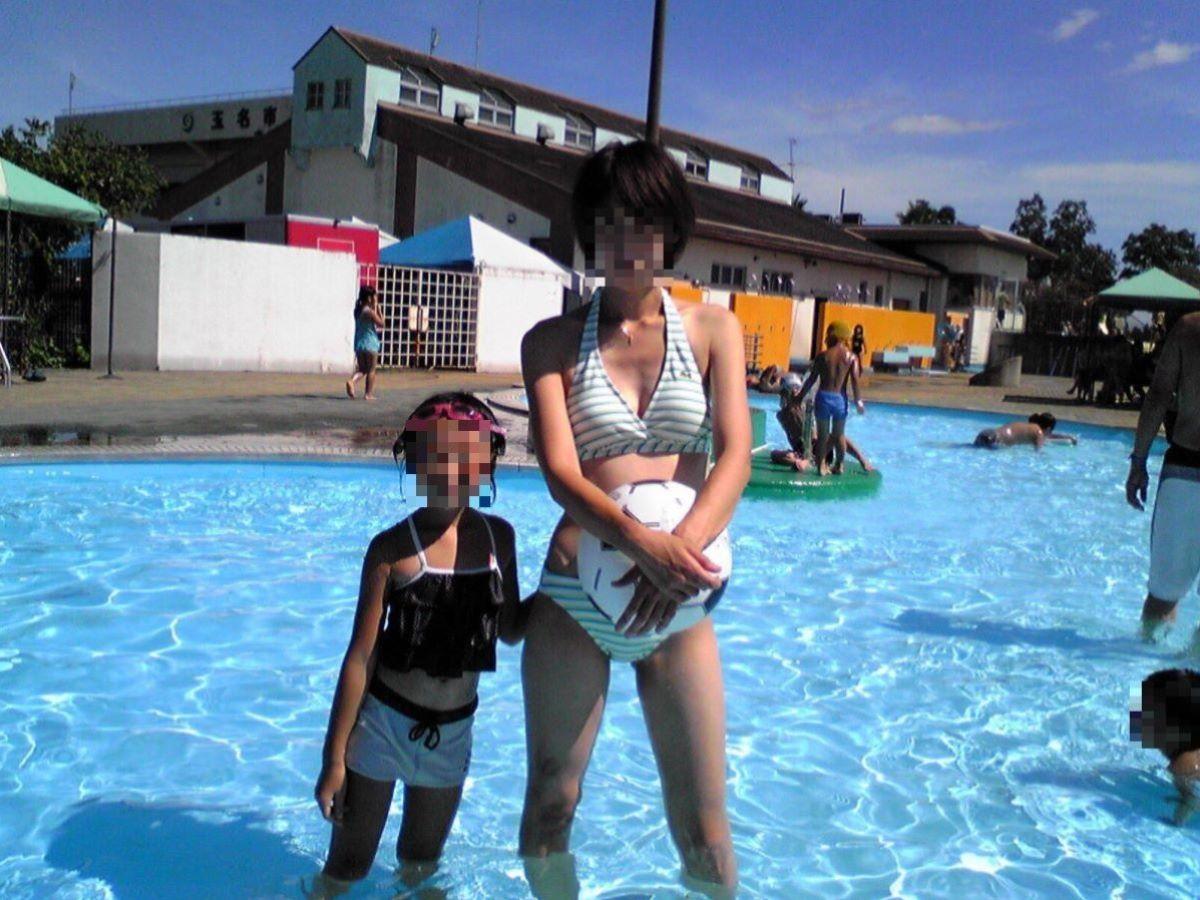 若い子連れママ 水着画像 2