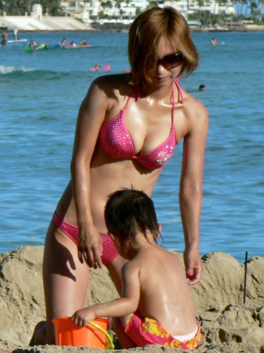 若い子連れママ 水着画像 5