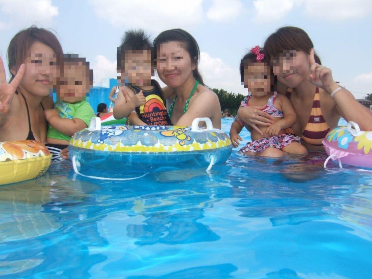 若い子連れママ 水着画像 14
