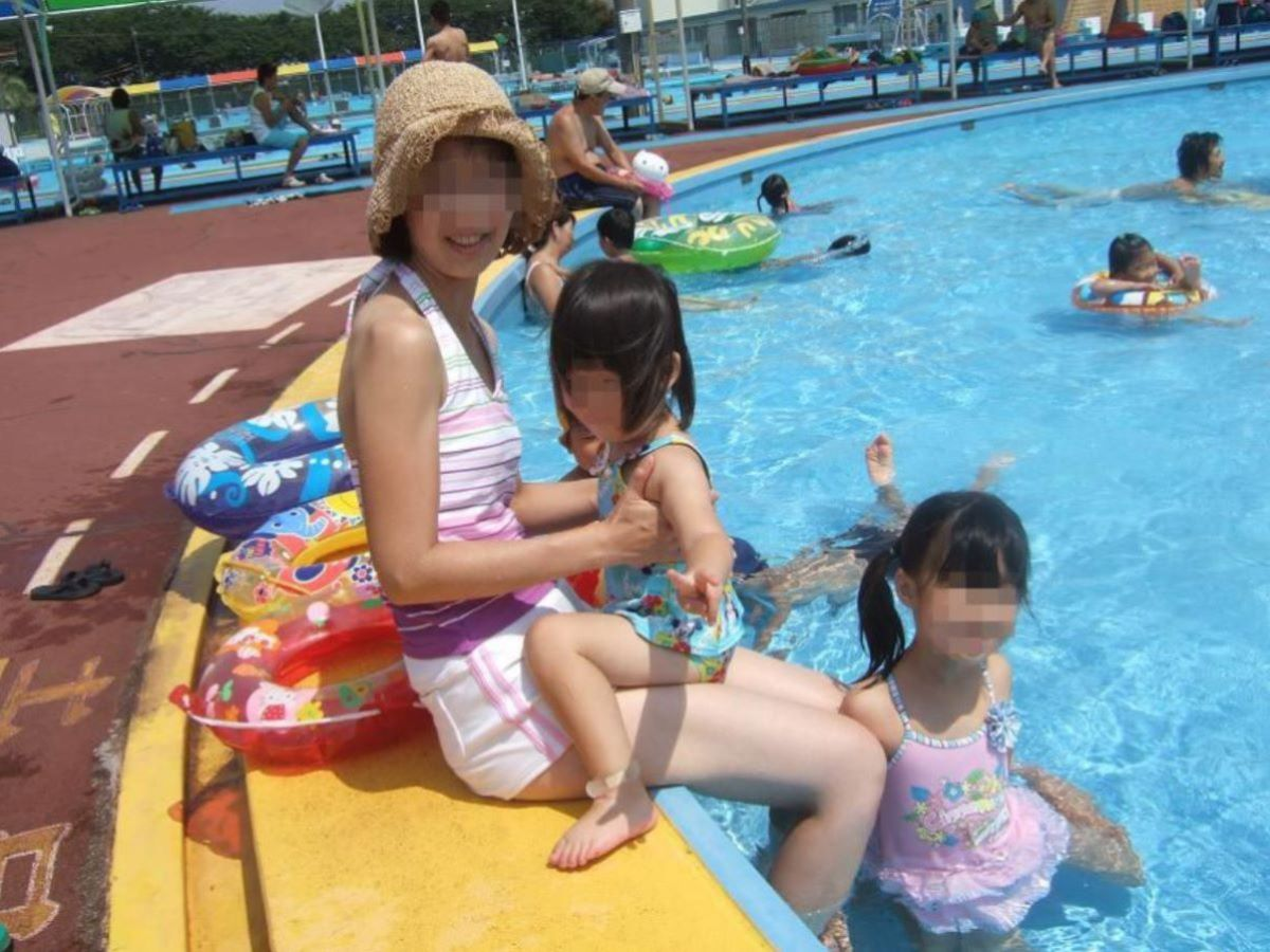 若い子連れママ 水着画像 29