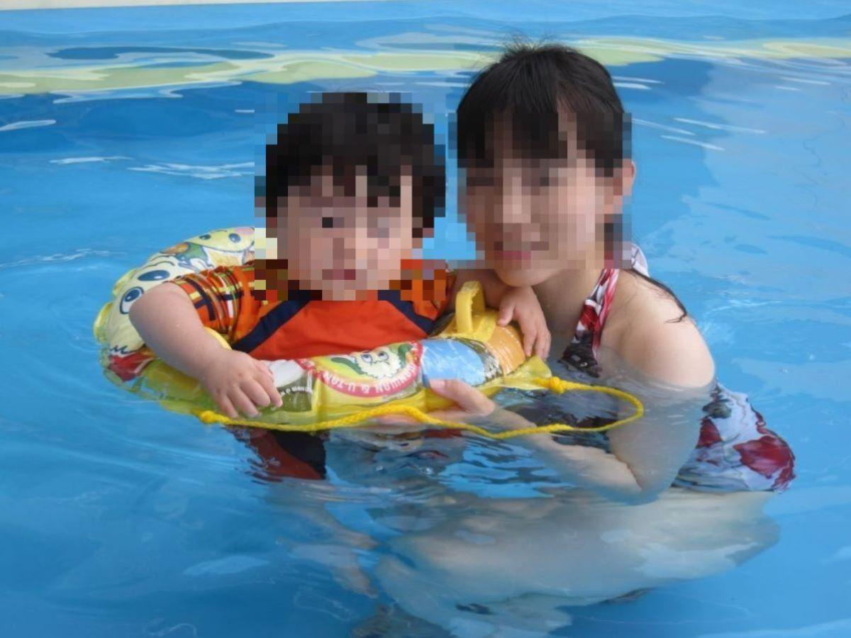 若い子連れママ 水着画像 45