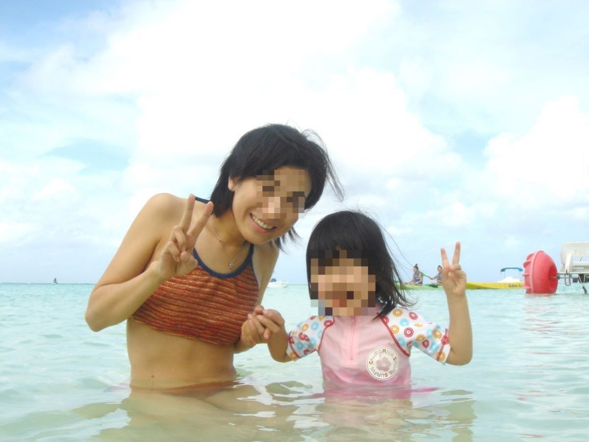 若い子連れママ 水着画像 46