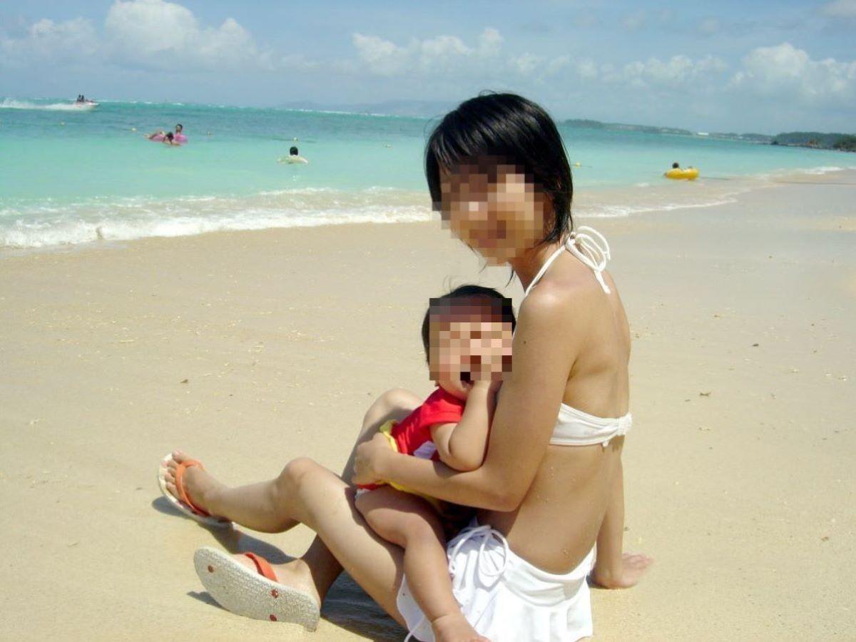 若い子連れママ 水着画像 50