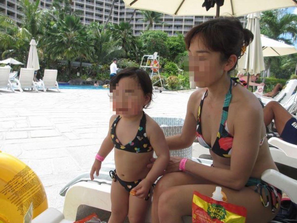 若い子連れママ 水着画像 67