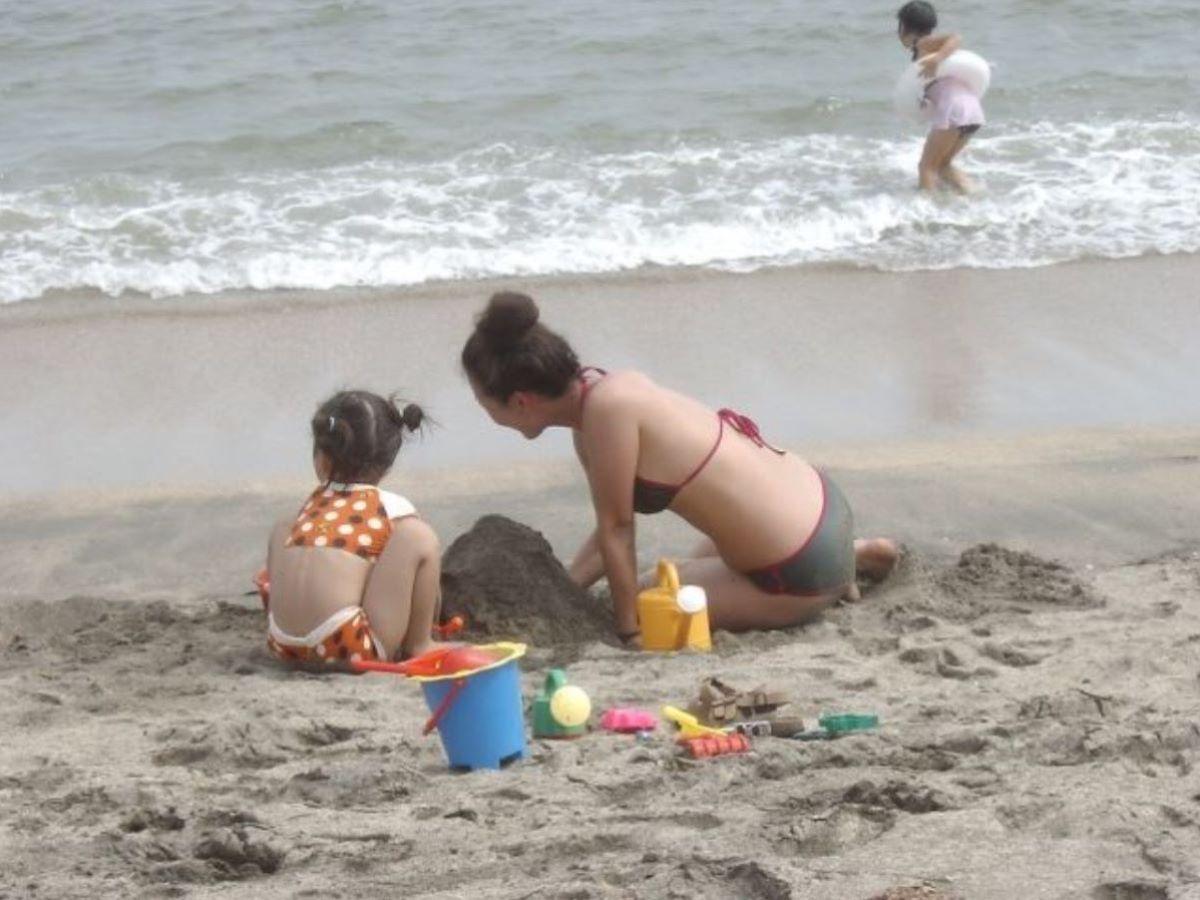若い子連れママ 水着画像 87