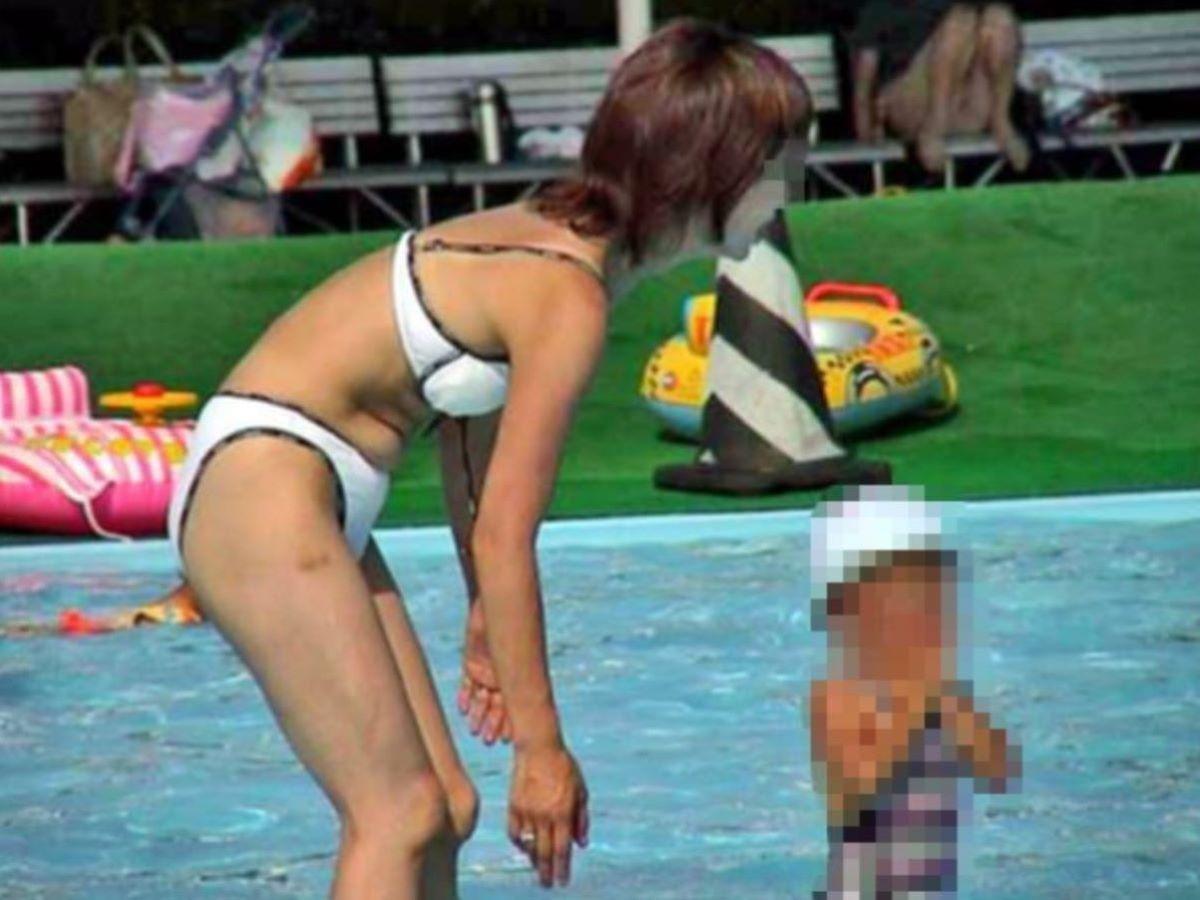 若い子連れママ 水着画像 105