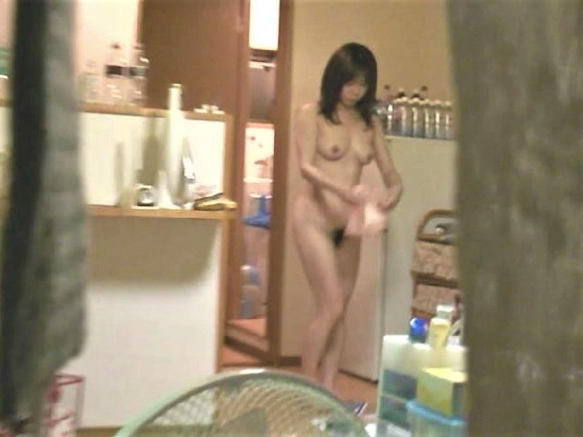 お風呂上がり 家庭内 エロ画像 100
