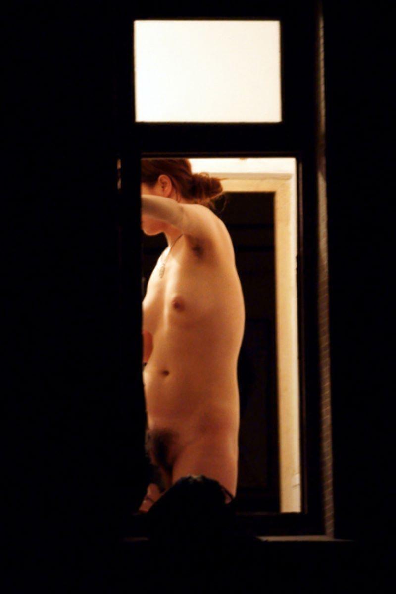 お風呂上がり 家庭内 エロ画像 137