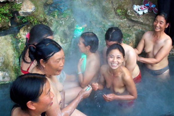中国 混浴温泉 エロ画像 2
