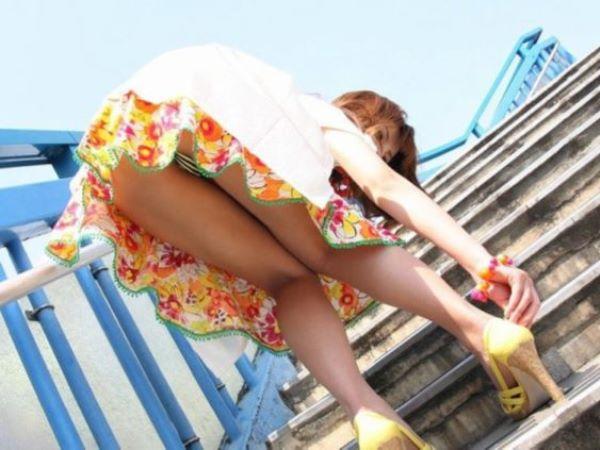ミニスカギャル 階段 パンツ パンチラ エロ画像 2