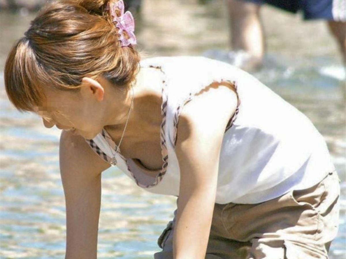 熟女 胸チラ 画像 25