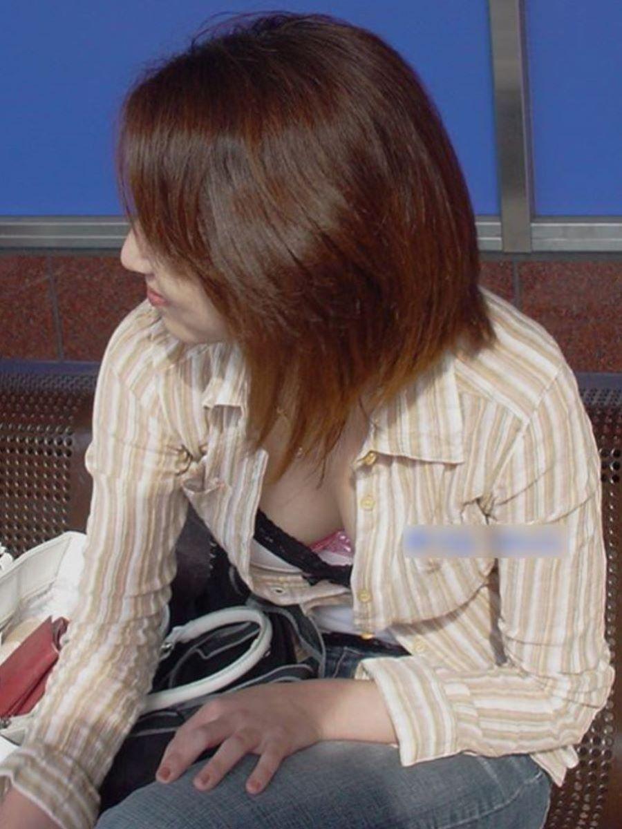 熟女 胸チラ 画像 41