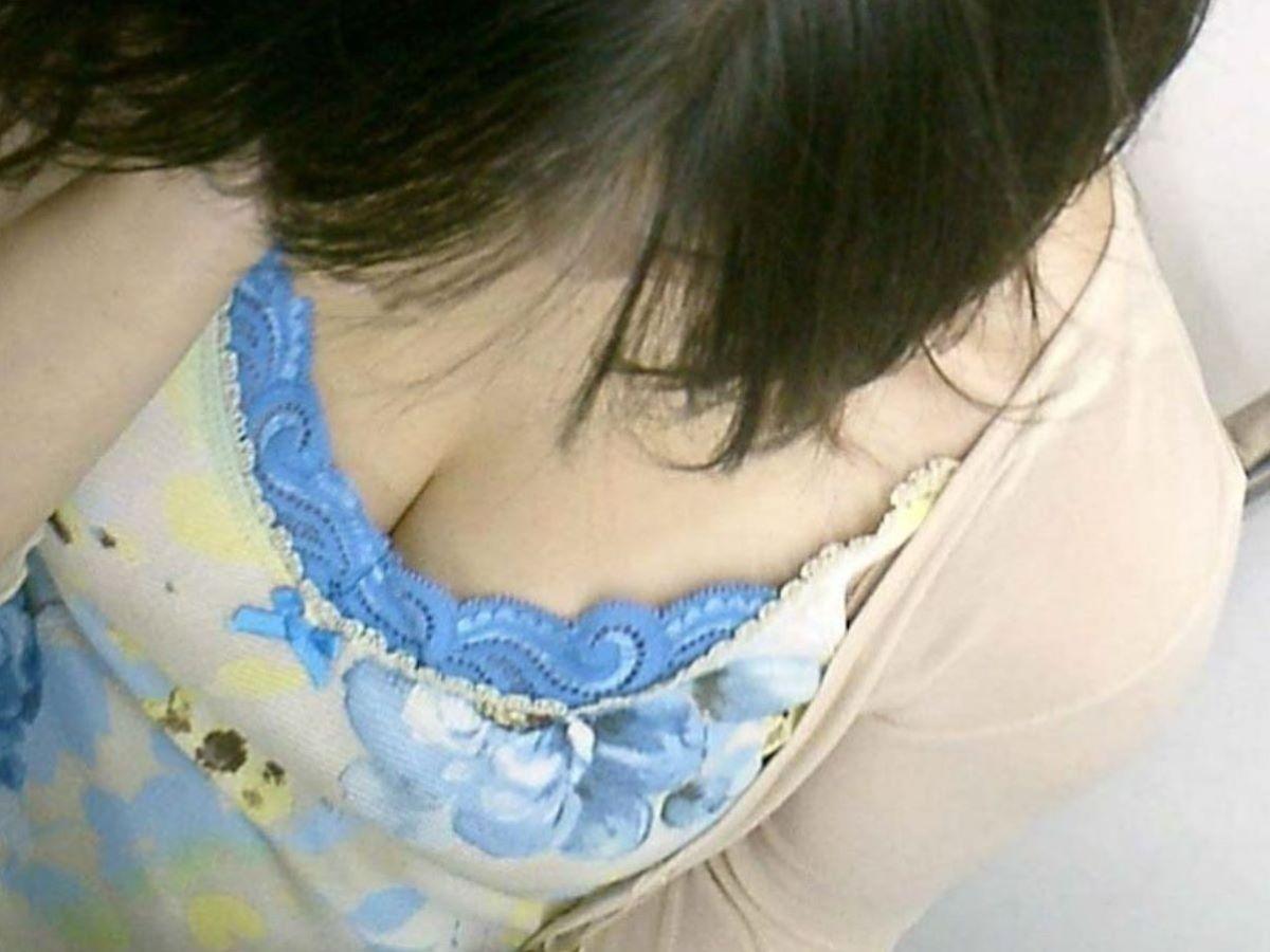 熟女 胸チラ 画像 56