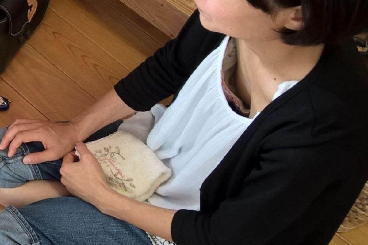 熟女 胸チラ 画像 97