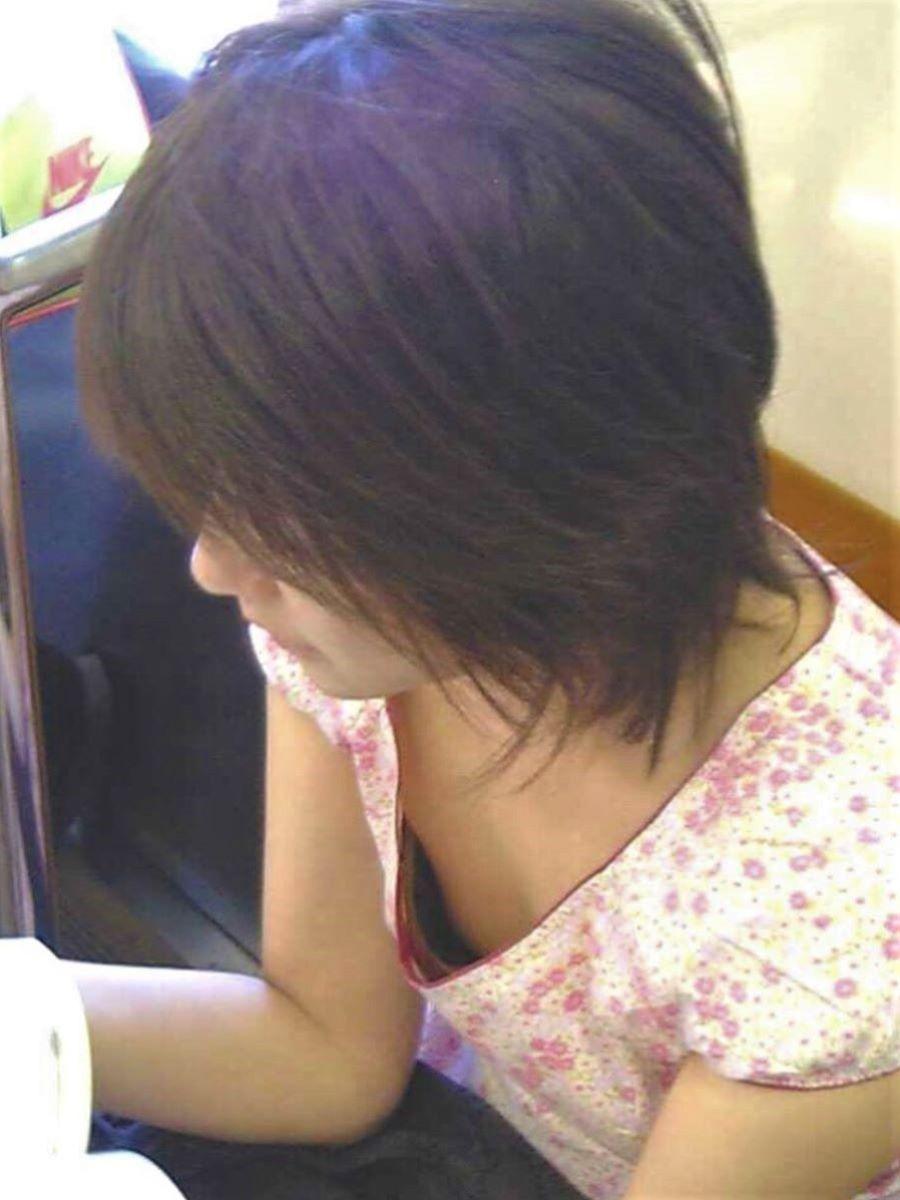 熟女 胸チラ 画像 114