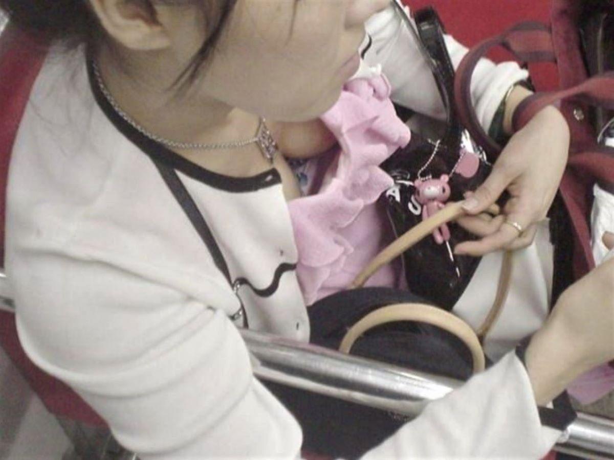 熟女 胸チラ 画像 119