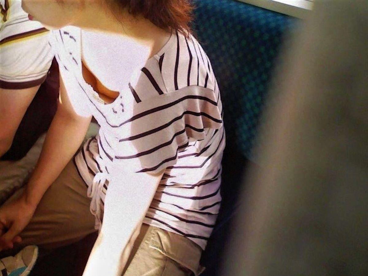貧乳 素人 胸チラ画像 33