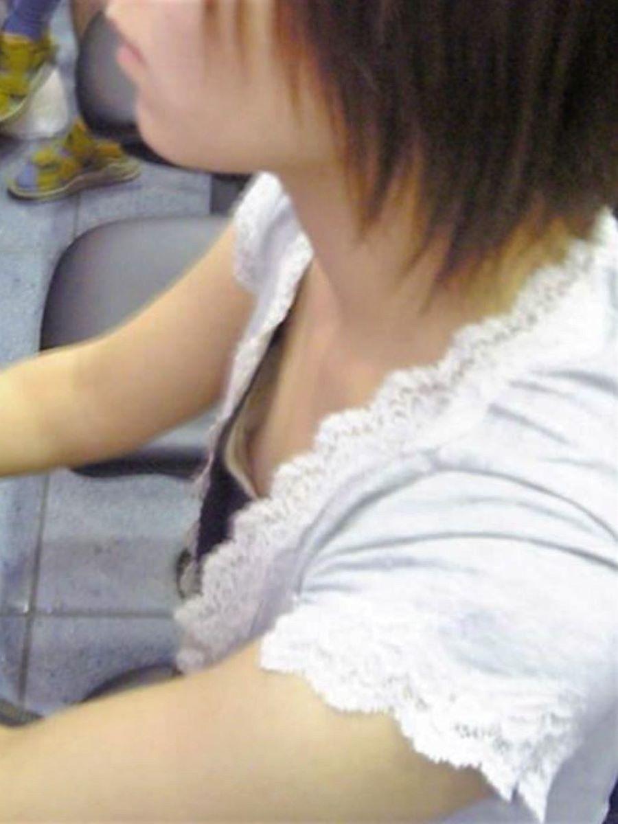 貧乳 素人 胸チラ画像 95