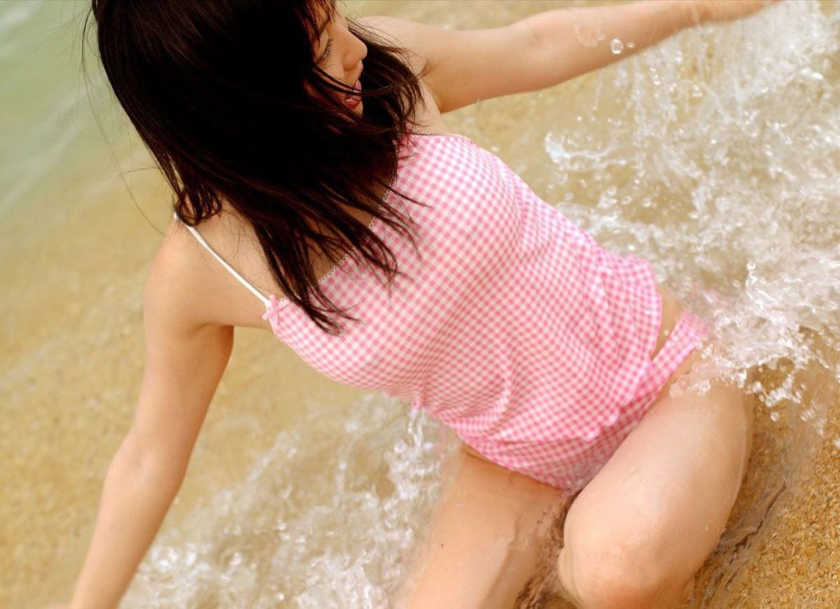 水着 胸ポチ 画像 22