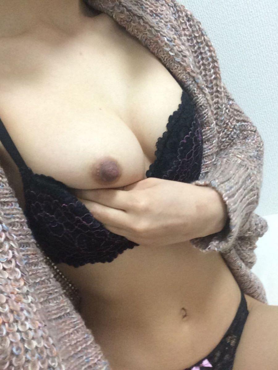 熟女 黒乳首 画像 18