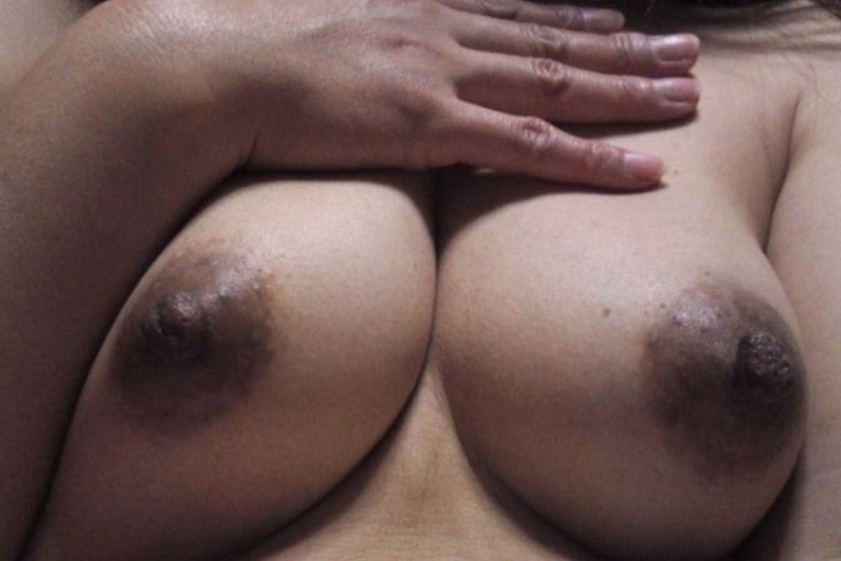 熟女 黒乳首 画像 153