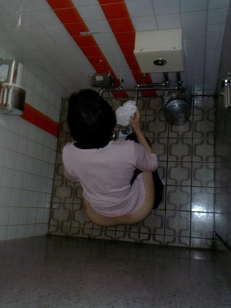 トイレ盗撮 画像 70