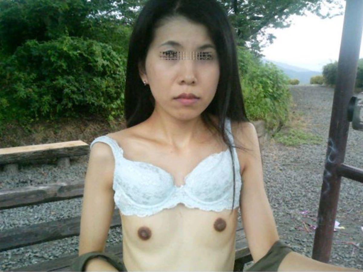 素人 貧乳熟女 エロ画像 10