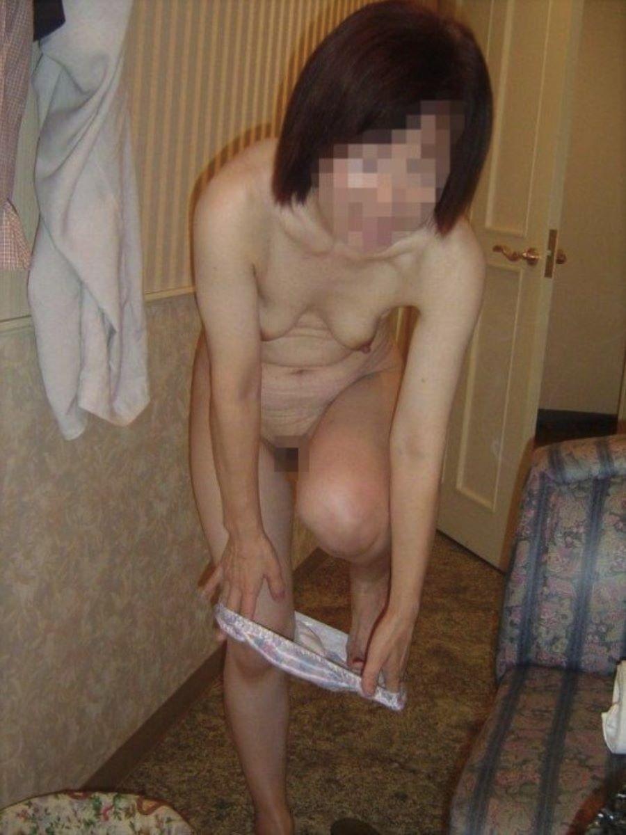 素人 貧乳熟女 エロ画像 18