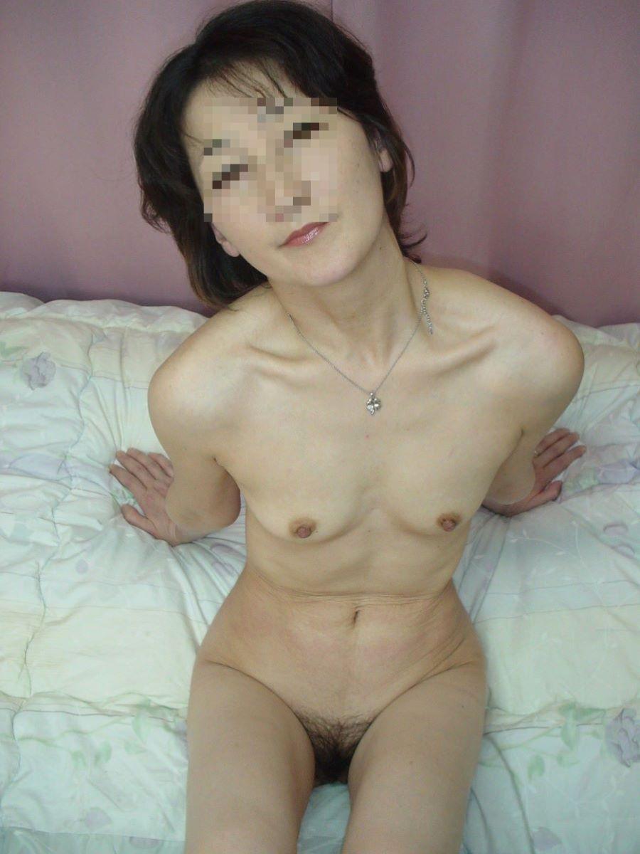 素人 貧乳熟女 エロ画像 52