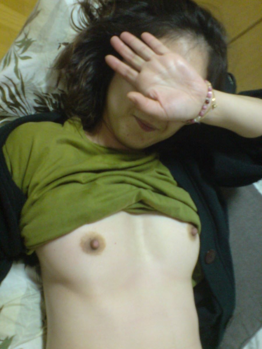 素人 貧乳熟女 エロ画像 76