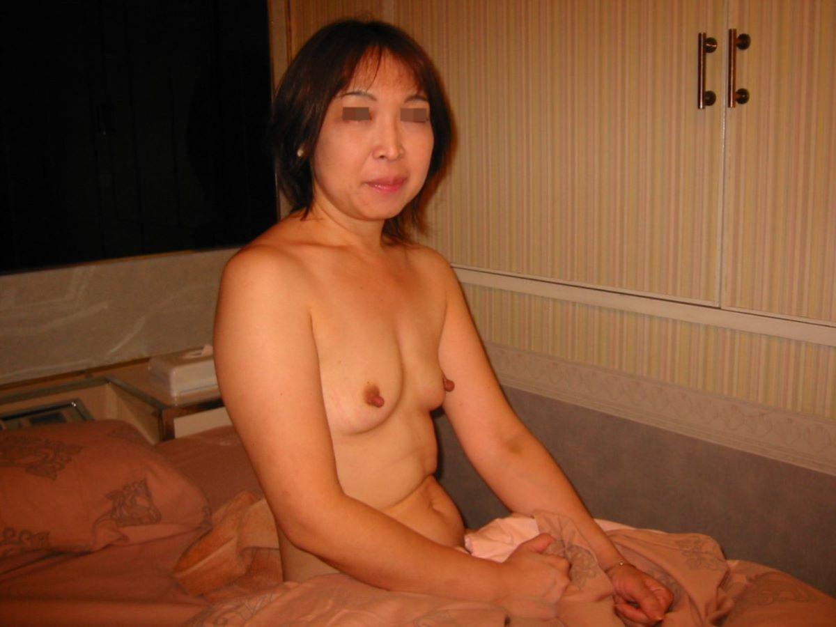 素人 貧乳熟女 エロ画像 88