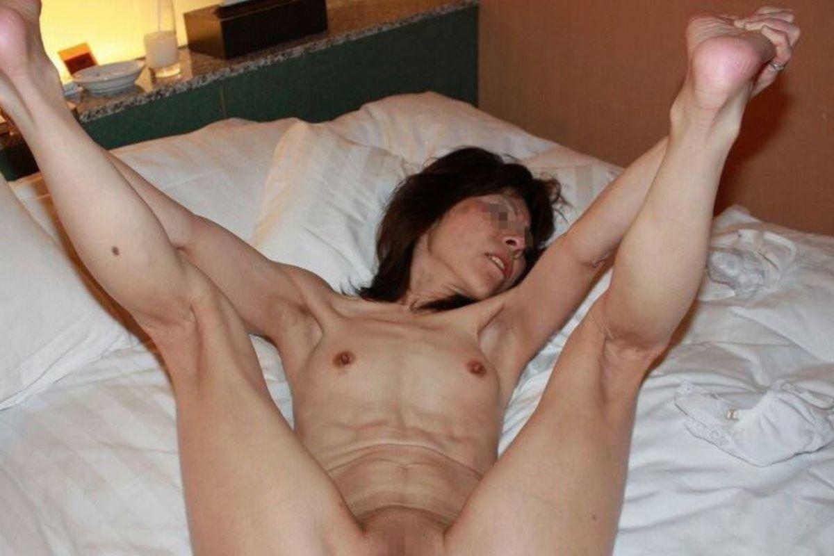 素人 貧乳熟女 エロ画像 95
