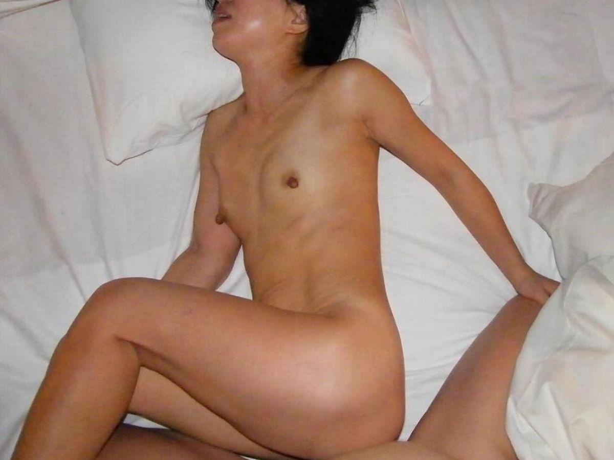 素人 貧乳熟女 エロ画像 98