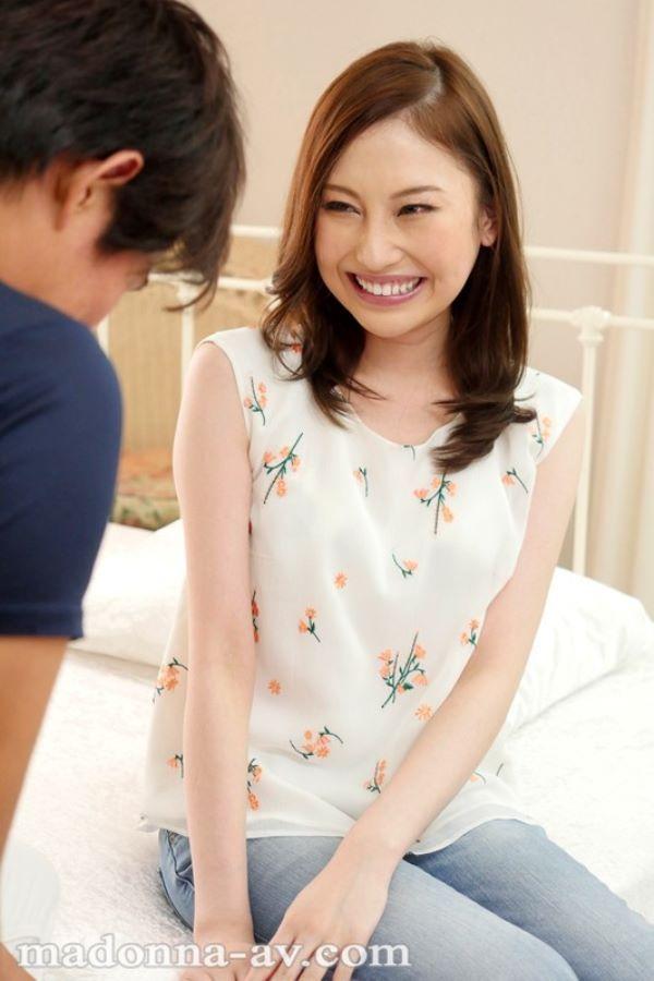 鈴木みか 受付嬢をしてる美人妻のAVデビュー画像