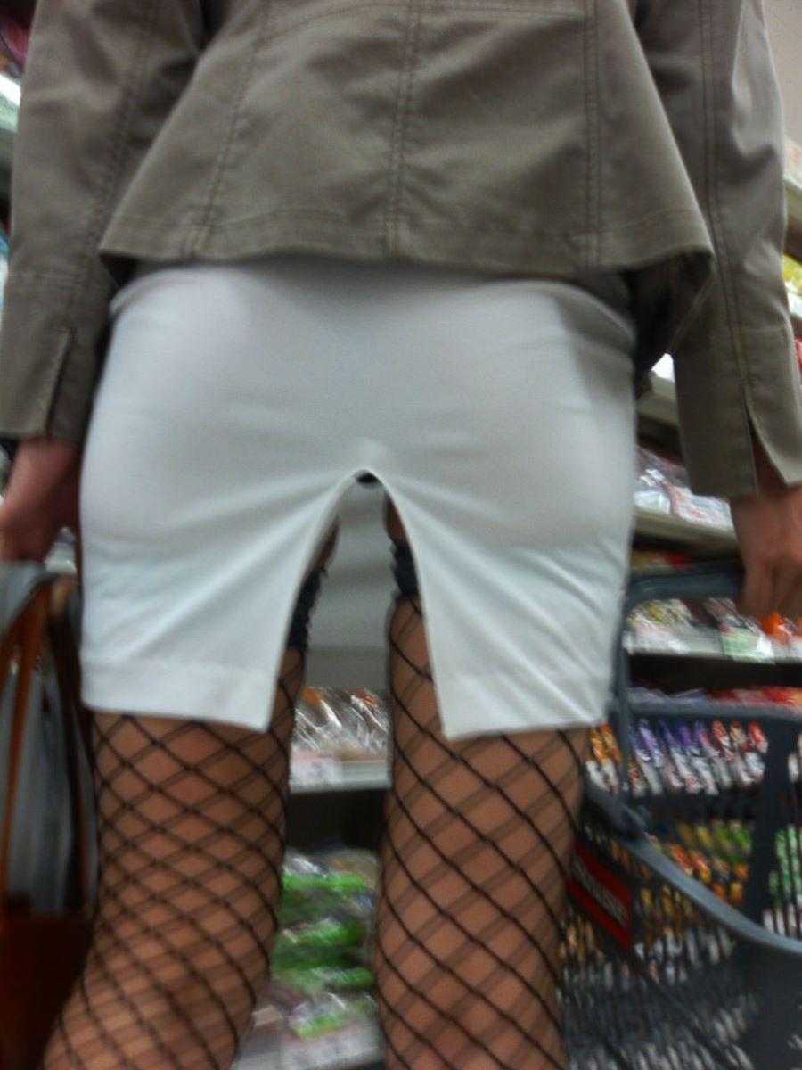 スリット スカート パンチラ画像 2