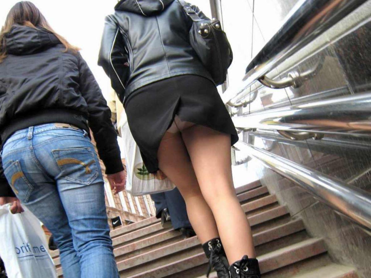 スリット スカート パンチラ画像 6