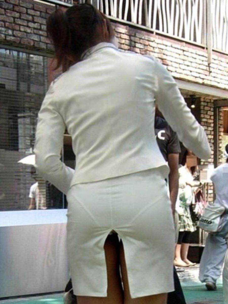 スリット スカート パンチラ画像 9