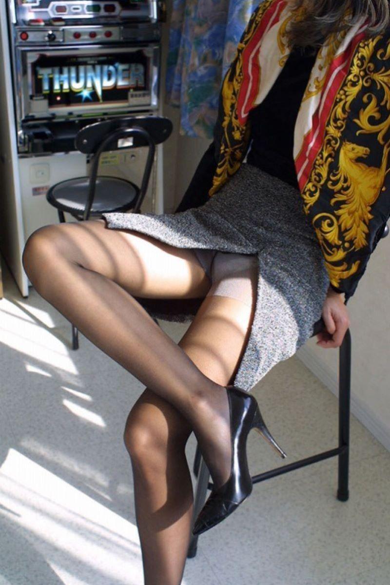 スリット スカート パンチラ画像 12