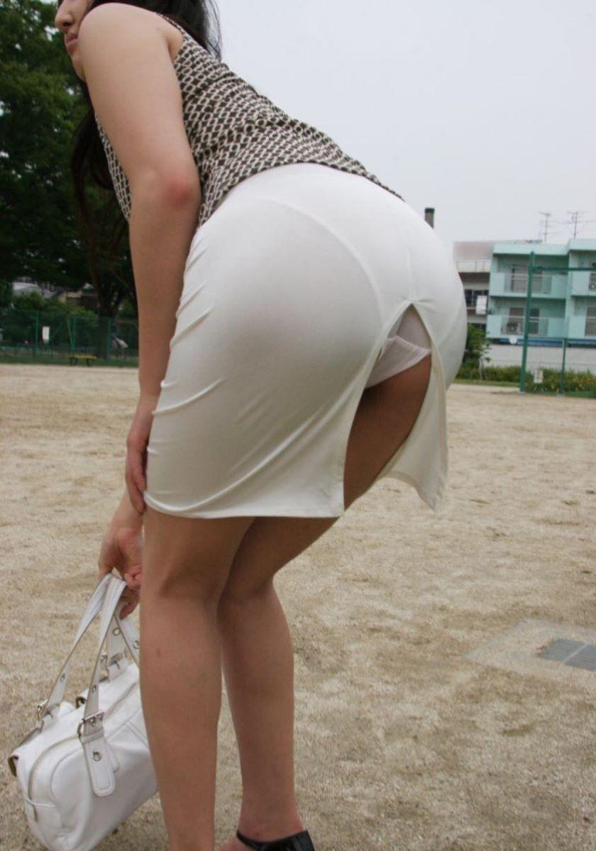 スリット スカート パンチラ画像 15