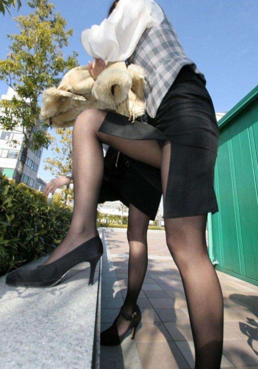 スリット スカート パンチラ画像 17