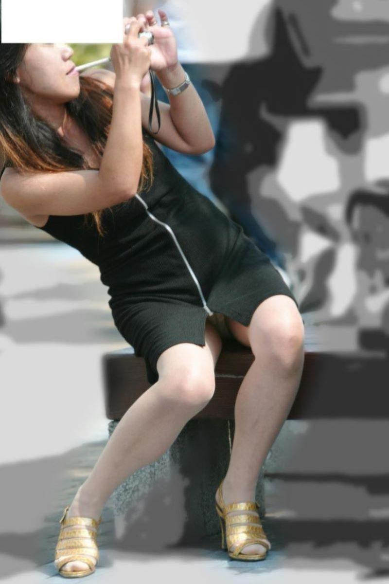 スリット スカート パンチラ画像 30