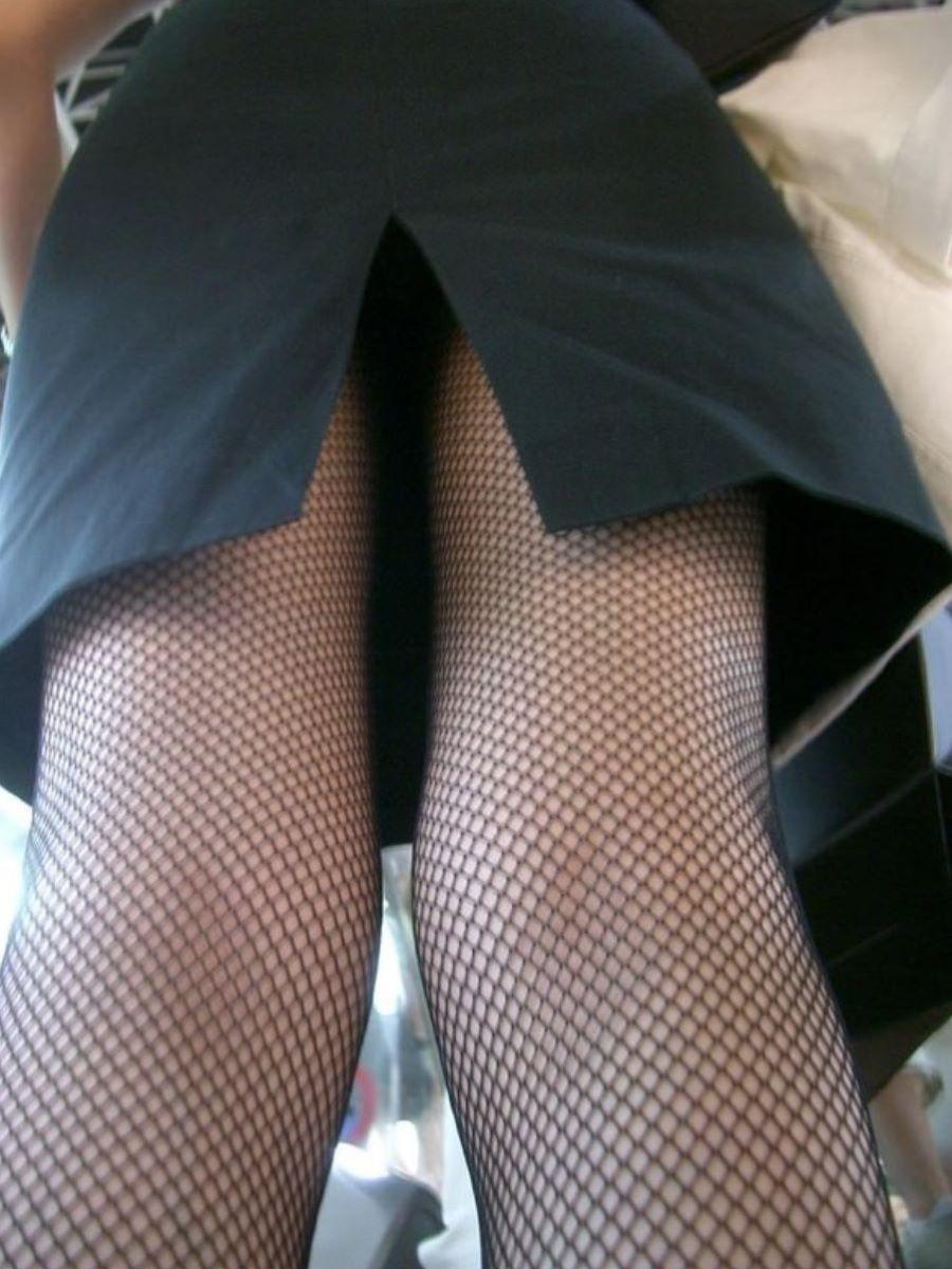 スリット スカート パンチラ画像 32