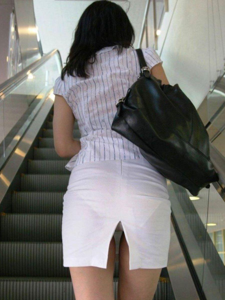 スリット スカート パンチラ画像 35