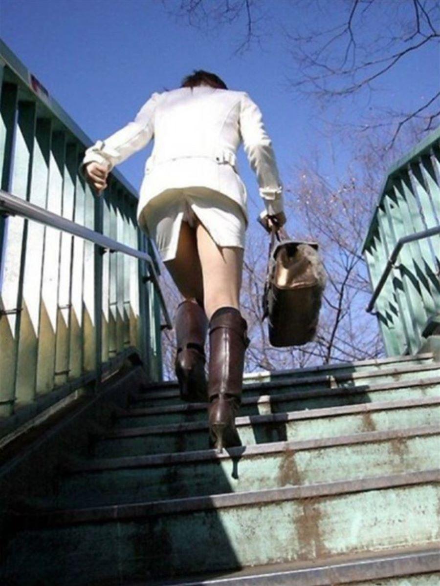 スリット スカート パンチラ画像 36