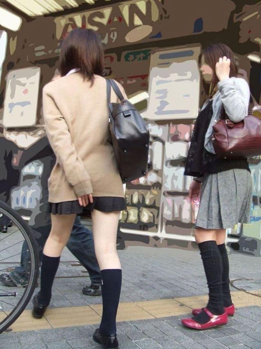 スカート押さえてる JK画像 17