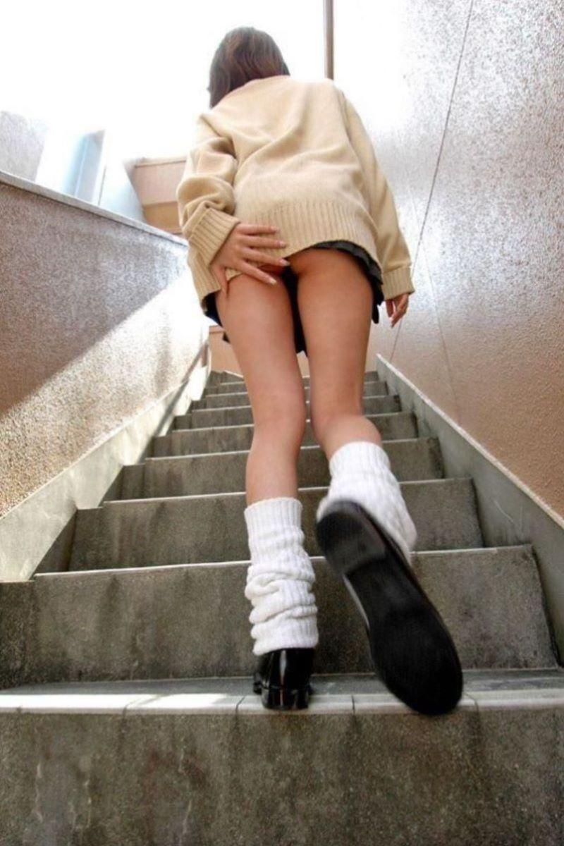 スカート押さえてる JK画像 26