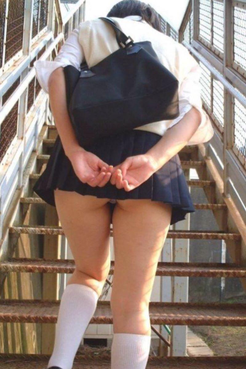 スカート押さえてる JK画像 34