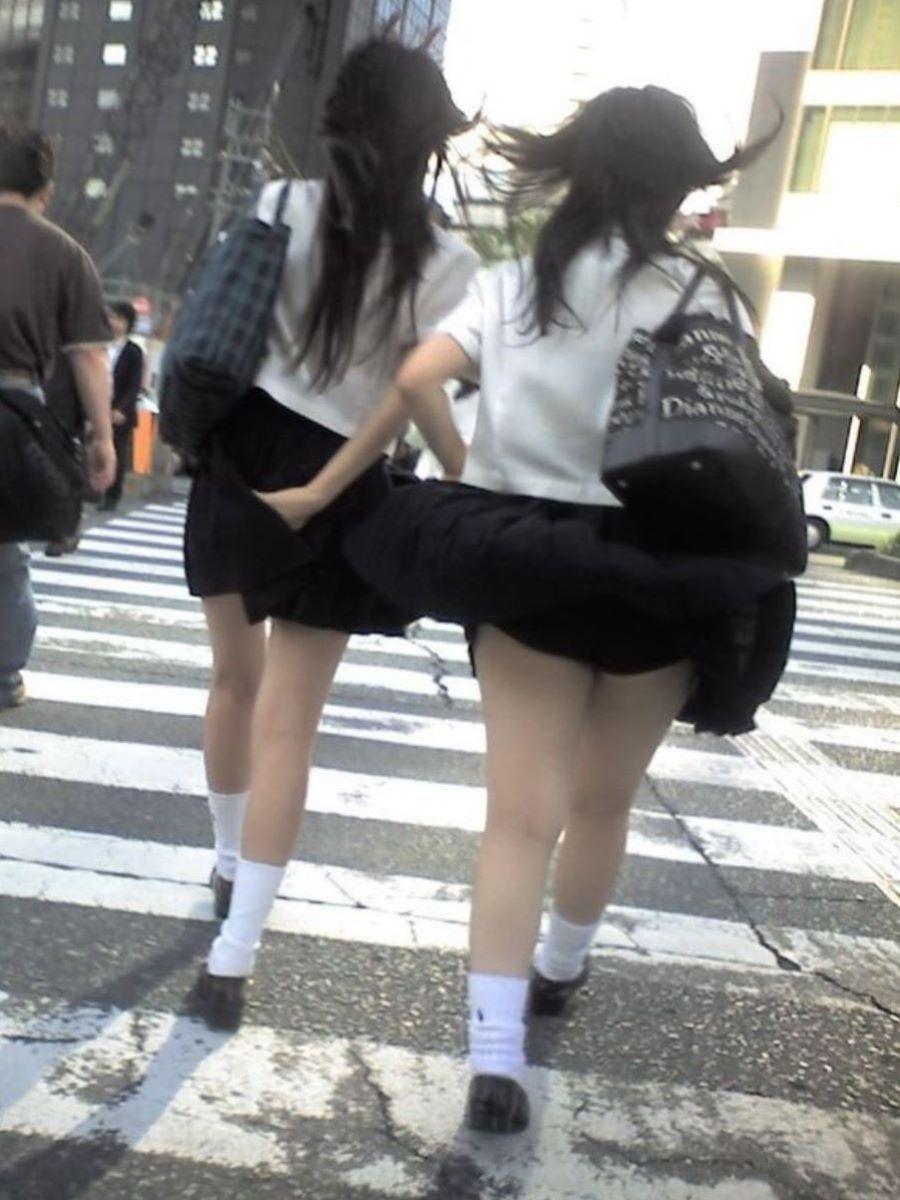 スカート押さえてる JK画像 44