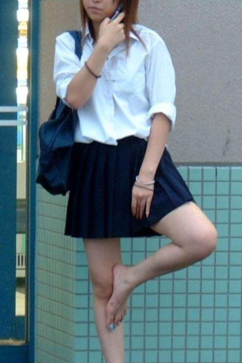 スカート押さえてる JK画像 45