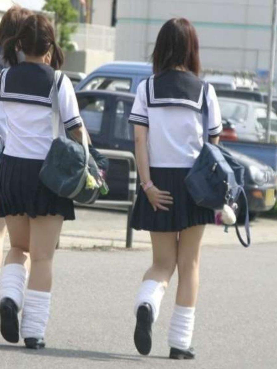 スカート押さえてる JK画像 73